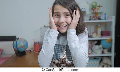 감정, 개념, 여학생, 소녀, 행복, 대범한, 믿으려고 하지 않음, 긍정적인, 놀란다, 비탄, 황홀한, 기쁨...