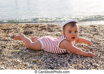 갓난 남자 아기, 에서, 모자, 통하고 있는, 바닷가, 조약돌