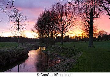 강, 흐르는 것, 완전히, 자형의 것, 영국 시골, 장면, 에, 일몰
