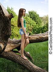 거리, 반바지, 데님, 나무, 향하여, 티셔츠, 모양, 남자가 멋을 낸, 경향, 소녀