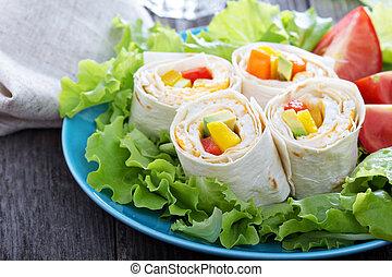 건강에 좋은 점심, 감쌈, 간단한 식사, 둥굴넓적한 옥수수 빵