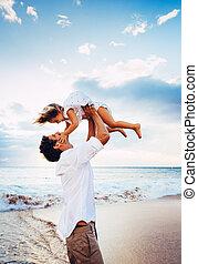 건강한, 남을 사랑하는, 아버지와 딸, 함께 노는 것, 바닷가에, 에, 일몰, 행복하다, 재미, 미소, 생활...