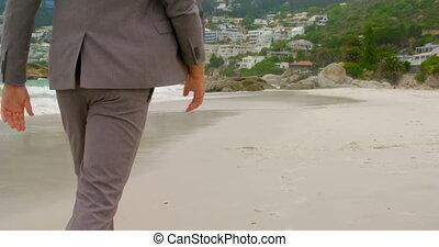 걷기, 맨발로, 보이는 상태, 후위, 코카서스 사람, 남자, 4k, 바닷가