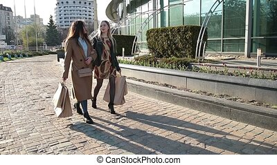 걷기, 쇼핑객, 2, 함께, 거리, 여자