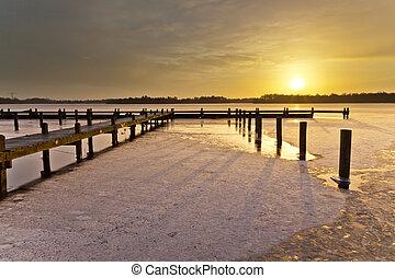 겨울, 해돋이, 위의, 호수