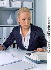계산기, 여자, 사무실