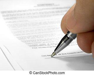 계약서에 서명하는 것
