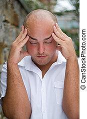 괴로운, 두통