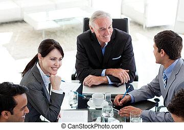 국제 회사, 사람, 토론, a, 비즈니스 계획