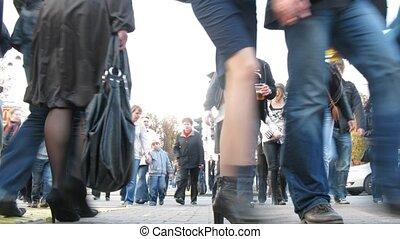 군중, 의, 사람, 가다, 통하고 있는, 횡단보도, 에서, 오후, 통하고 있는, sokolniki