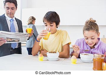 귀여운, 가족, 에, 아침식사 시간