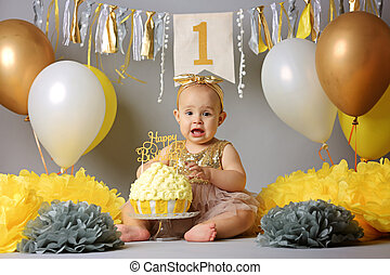 귀여운, 거의, 먹다, 그녀, 생일 케이크, 소녀, 처음