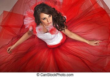 귀여운, 브루넷의 사람, 입는 것, 빨간 드레스