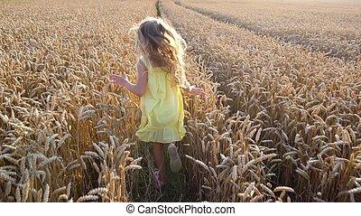 귀여운, 소녀, 밀 들판