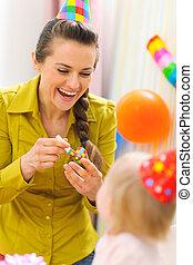 그녀, 경축하는, 생일, 어머니, 아기, 처음