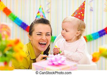 그녀, 경축하는, 생일, 어머니, 아기, 처음, 행복하다