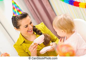 그녀, 차, 생일, 어머니, 아기, 처음, 가지고 있는 것, 축하