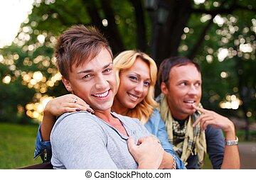 그룹, 의, 유행, 친구, 에서, a, 공원, 통하고 있는, 여름의 날