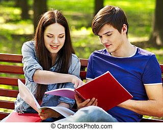 그룹, 학생, 와, 노트북, outdoor.