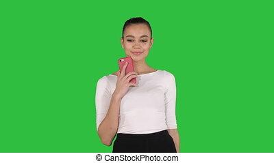 그림, smartphone, 쇼핑, 그녀, 은 자루에 넣는다, chroma, 나이 적은 편의, 스크린, 여자, 녹색, key., 제작, 행복하다
