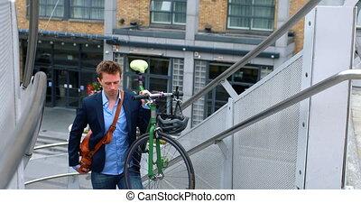 그의 것, 나름, 자전거, 2층에의, 실업가, 4k