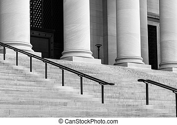 기둥, 층계, 재판소