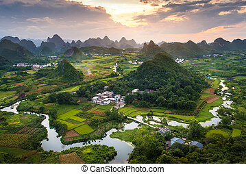 기절시키는, 일몰, 위의, karst, 형성, 조경술을 써서 녹화하다, 공간으로 가까이, yangshuo, 중국