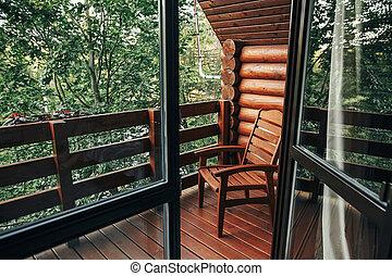 나무의 의자, 통하고 있는, 현관, 의, 오두막, 중의한 사람으로, woods., 시골집, 발코니, 와, 보이는 상태, 통하고 있는, 숲, 에서, 산., 대기중의, moment., 여름, vacation., 시골, 나라, 긴장을 풀어라, 시간