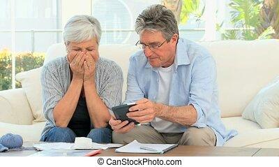 나이가 지긋한 커플, 계산하는, 그들, 계산서