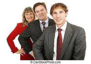 나이 부동, 에서, 사업