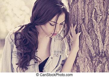 나이 적은 편의, 아름다운 여성, 에서, a, 공원