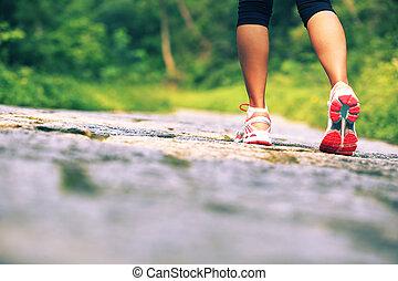 나이 적은 편의, 적당, 여자, 다리, 통하고 있는, 길게 나부끼다