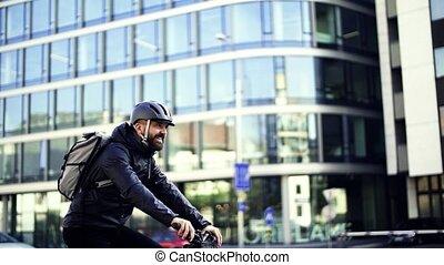 남성, 급사, 와, 자전거, 주는 것, 포장, 에서, city., 대범한, motion.