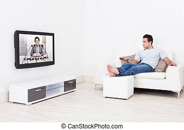 남자, 보는 텔레비전