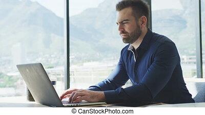 남자, 사업, 그의 것, 휴대용 퍼스널 컴퓨터, 일