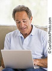 남자, 에서, 거실, 와, 휴대용 퍼스널 컴퓨터
