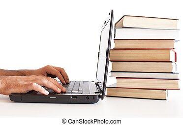 남자, 컴퓨터에 맞붙는 것, 와, 책의더미, 밀려서