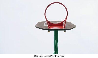 농구 고리, 없이, 격자, 통하고 있는, 그만큼, 하늘, 배경., 늙은, 농구, ring., 거리 농구,...