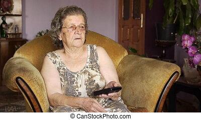 늙은, 은퇴한, 여자, 텔레비젼을 보는