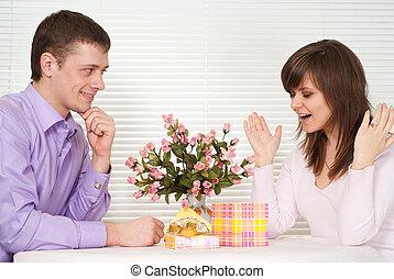 다시 없는 기쁨, 코카서스 사람, 사람, 와..., 그의 것, 여자 친구, 있다, 테이블에 앉는
