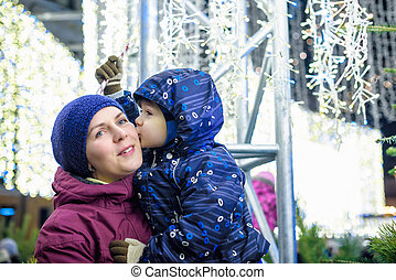 도시, 가족, 옥외, 늙은, 잘쯔부르크, 박람회, 겨울, concept., 어머니, 아들, 휴일, 거리, 훈장, 시간, austria., 잃다, 크리스마스, 시장, 행복하다