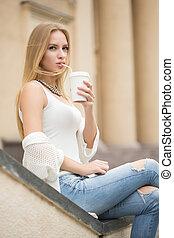 도시, 커피, 여자, 거리, 가다, 유행, 술을 마시는 것