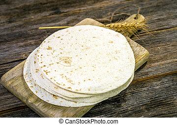 둥굴넓적한 옥수수 빵, 집에서 만든