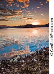 떠는, 일몰, 의, 무대의, 산 호수