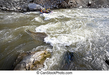 뗏목으로 가고 있는 화이트워터, 강