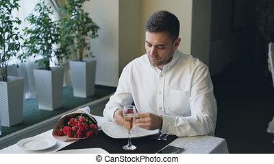 레스토랑, 그때의, 그의 것, 보석류, 취직 자리, smartphone, 타는 듯한, 젊음 봄, 기다림, ...
