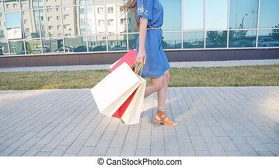 많은, 쇼핑하고 있는 여성, 보유, 은 자루에 넣는다