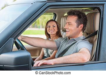 말하고 있는 커플, 차로, 함께 앉아 있는 것, 와..., 미소