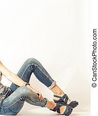 매력적이다, 앉아 있고 있는 여성, 에서, 그만큼, 스튜디오, 선물, 인색한, jeans, 와..., 검정, 시동