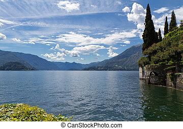 멀리 바라보는 것, 호수 como, 이탈리아